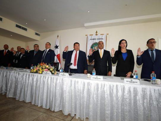 Crispiano Adames, juramentado como presidente de la Comisión de Salud