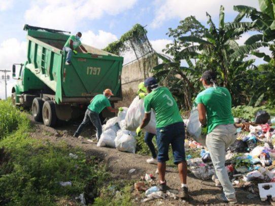 Doce reos de La Joya comienzan programa de recolección de residuos para conmutar penas