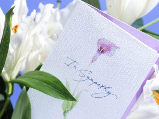La escasez más lacerante: se agotan las tarjetas de condolencias