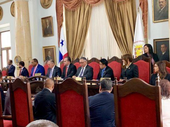 Alcalde Fábrega pide apoyo al Consejo Municipal para incrementar monto de sanciones