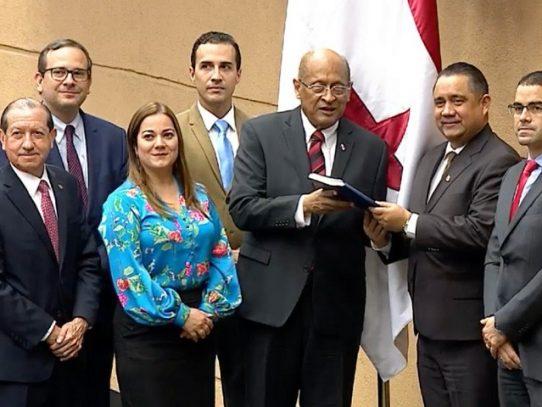 Ministro del Mef presentó proyecto que modifica la Ley de Contrataciones Públicas