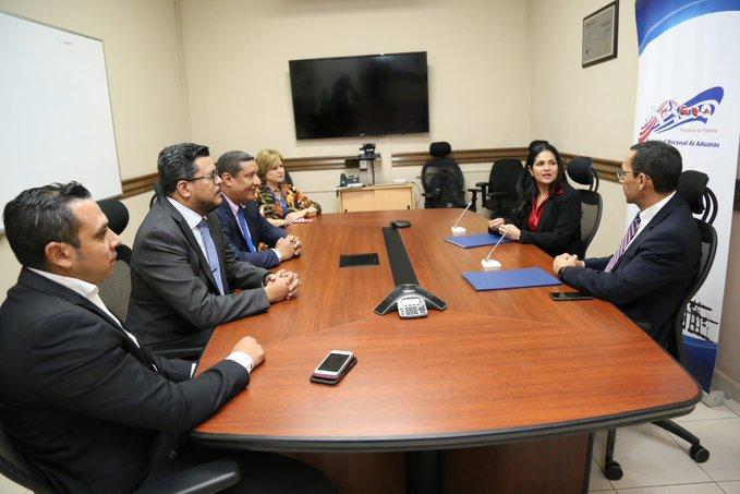 Aduanas firma convenio con la AIG para impulsar proyecto 'Panamá en Línea'