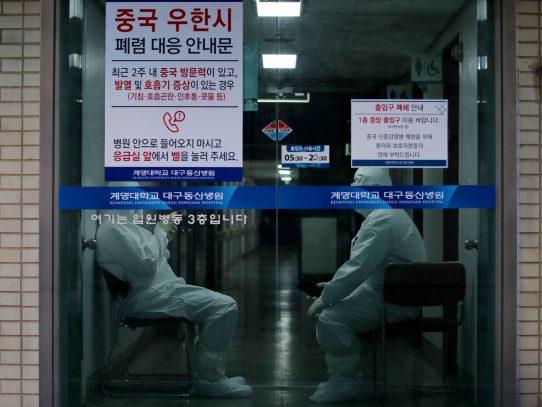 Corea del Sur reporta dos nuevos muertos por coronavirus, y otros 161 casos de contagio