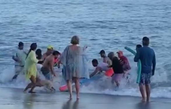 Abuela fallece al salvar a sus dos nietas de ser arrastradas por una ola