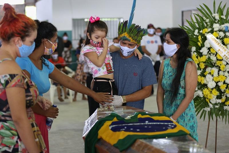 Brasil camino a superar los 100.000 muertos por coronavirus en una América Latina de luto