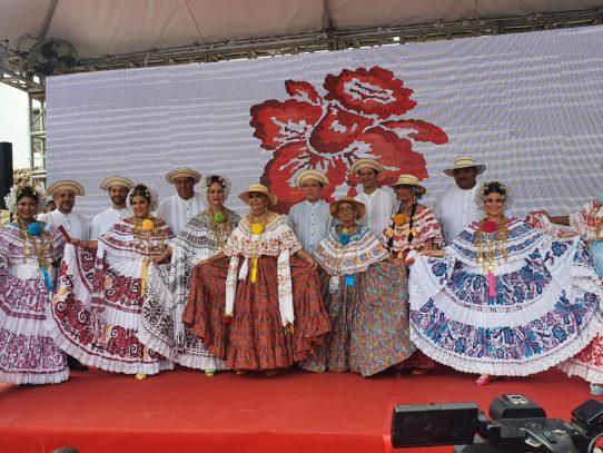Las Tablas se viste de gala con el Desfile de las Mil Polleras