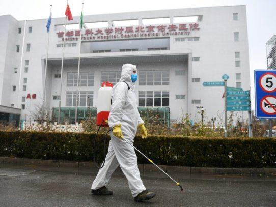 Muertos por COVID-19 en China suman más de 1.500
