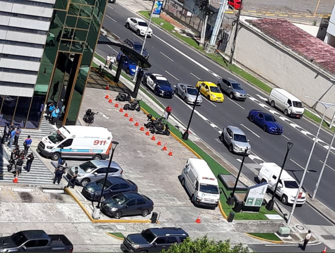 Hombre irrumpe en Torre Credicorp Bank de Calle 50 y agrede a seguridad