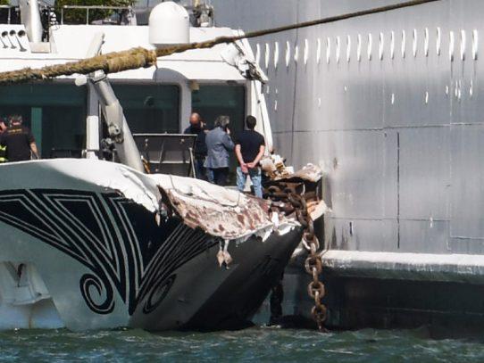 Crucero choca en Venecia y desata el pánico