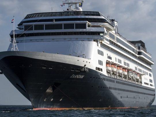 Gobernador rechaza recibir cruceros con muertos y enfermos de coronavirus en Florida