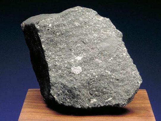 Descubren en un meteorito evidencias de que existía antes que el sol