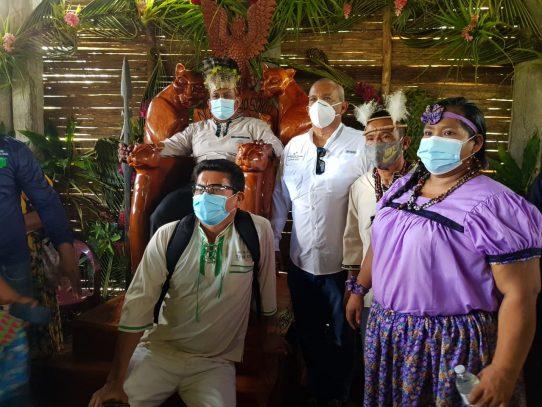 Ministro de Ambiente firma acuerdo con autoridades del pueblo Naso