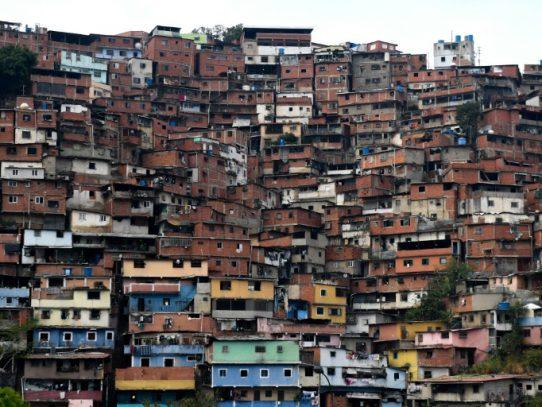 Vivir entre las balas en las barriadas de una Venezuela empobrecida
