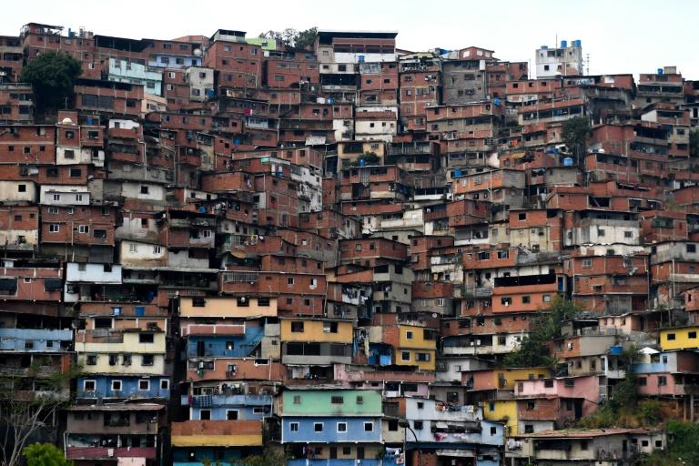 """26 muertos, entre """"delincuentes"""" y policías, dejan choques en barriada de Caracas"""