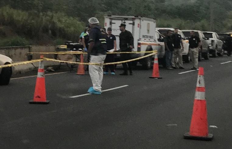 Un muerto por  intento de asalto en la autopista Arraiján - La Chorrera