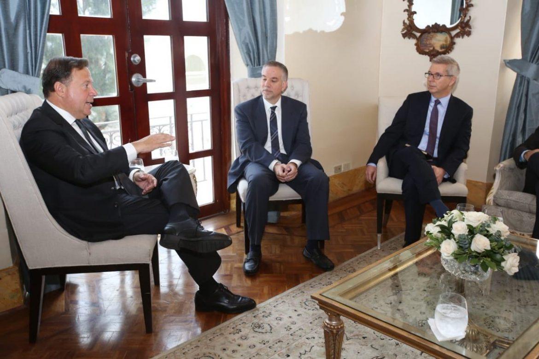 Presidente Varela se reúne con ejecutivos de primera naviera que se registrará en puerto de Amador