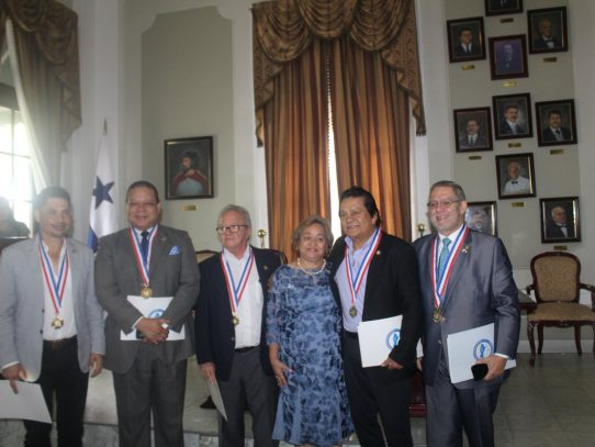 Otorgan la Medalla al Mérito Victoriano Lorenzo a cinco panameños por sus logros