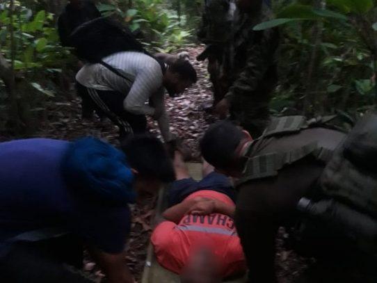 Rescatan a migrante de la India extraviado en la selva de Darién