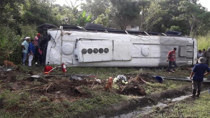Un muerto y varios heridos por accidente de un bus en Darién