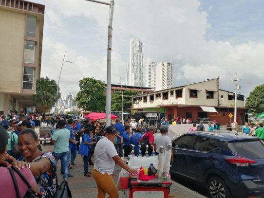 Educadores marchan hacia la Presidencia, exigen mejoras al sistema educativo