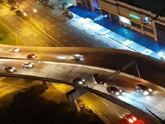 Un herido por vuelco en el viaducto de Paitilla