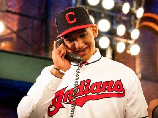 El panameño Daniel Espino es seleccionado en el draft por los Indios