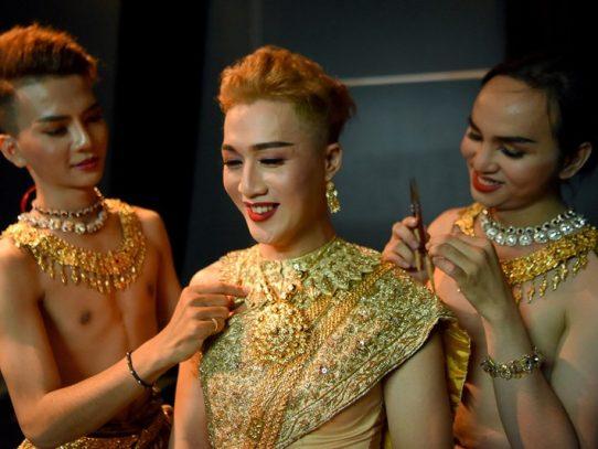 La primera compañía de danza gay de Camboya reinventa el arte milenario Apsara