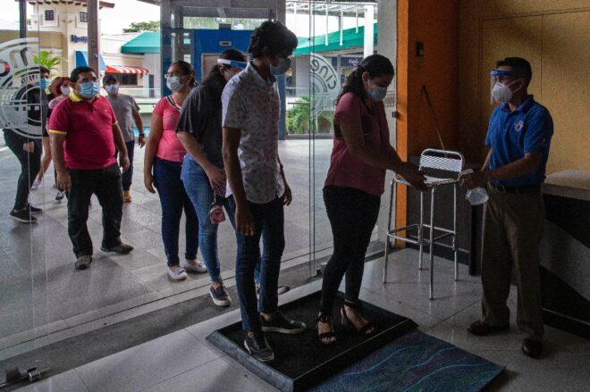 Cines y estadios reabren al público con cautela por covid-19 en Nicaragua