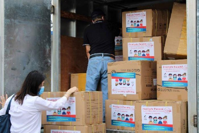 Comunidad China dona 20 mil mascarillas para el personal de la CSS en Colón.