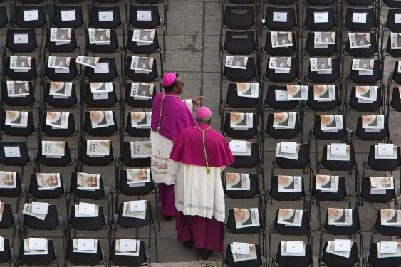 ¿Santificado demasiado pronto? Informe del Vaticano somete a Juan Pablo II a un nuevo escrutinio severo