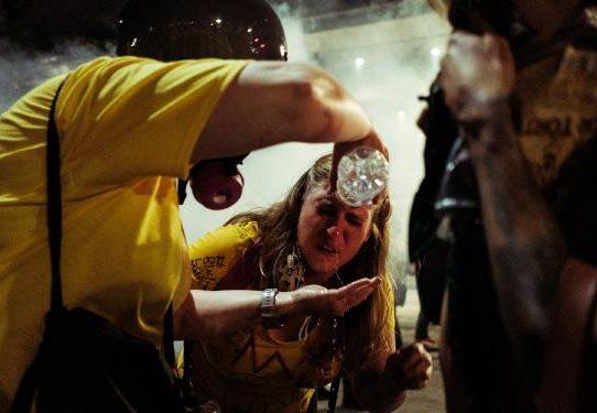 El poder de las madres en manifestaciones estadounidenses hace eco de una tradición global