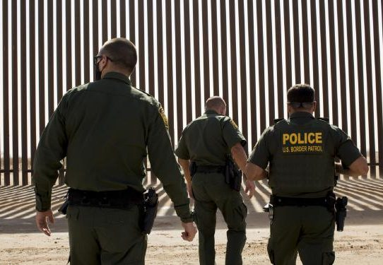 Biden enfrenta una primera prueba en materia de inmigración y seguridad nacional después de Trump