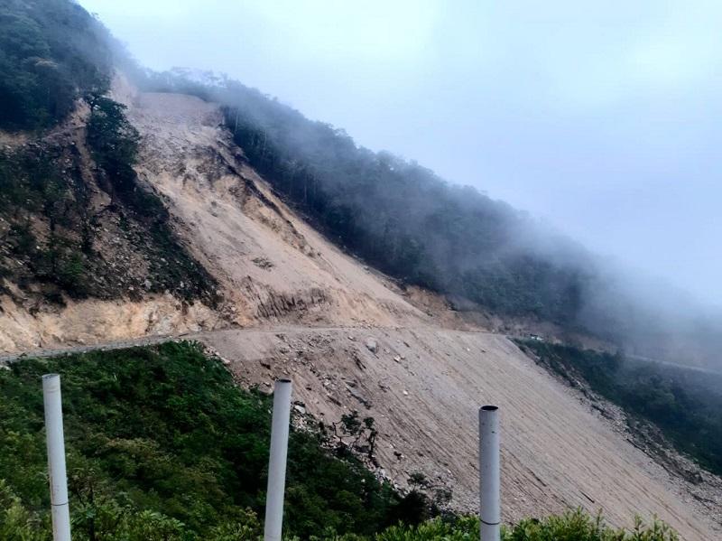 Cierran vía por deslizamiento de tierra en Cerro San Pablo en Coclé