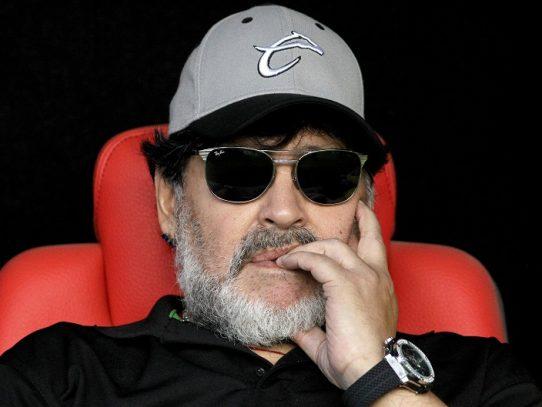 Maradona enciende la pasión de los hinchas y sacude al fútbol argentino