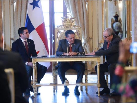 Dilio Arcia Torres toma posesión como Fiscal General Electoral