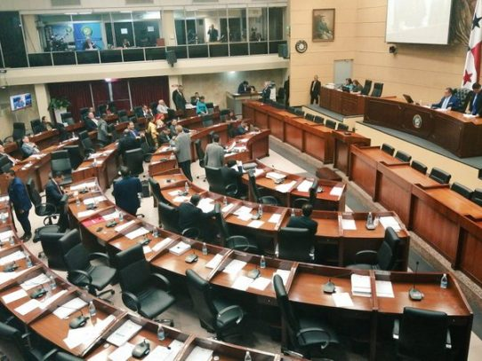 Solís notifica formalmente la suspensión de salario, dietas y combustible de diputados suplentes