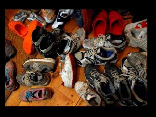 ¿Debes quitarte los zapatos al entrar a casa?