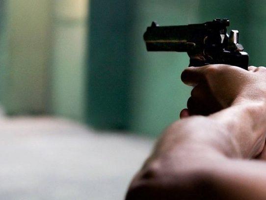 Imputan cargos a un hombre de 61 años por posesión ilícita de arma de fuego