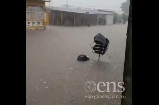 Inundaciones en Villa Don Bosco y sectores de la vía José Agustín Arango