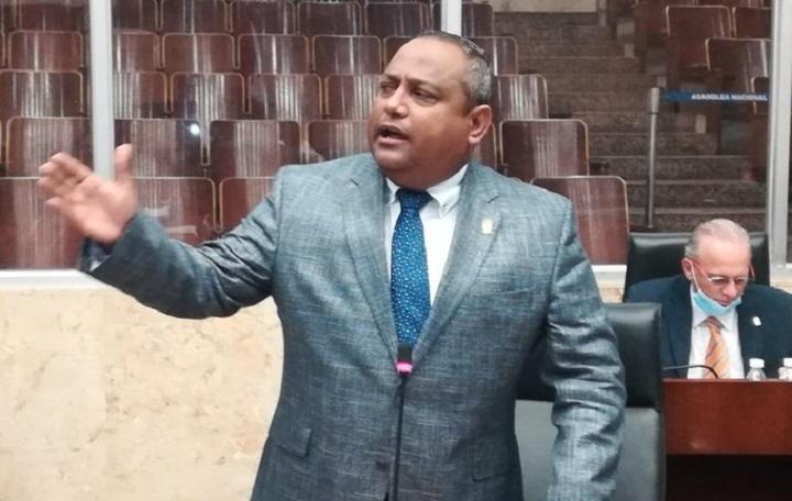 Pineda: Juramentación de los hermanos Martinelli Linares en el Parlacen es un derecho