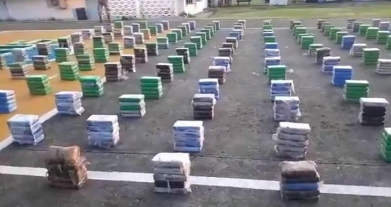 Decomisan 968 paquetes con sustancia ilícita en la costa de Colón