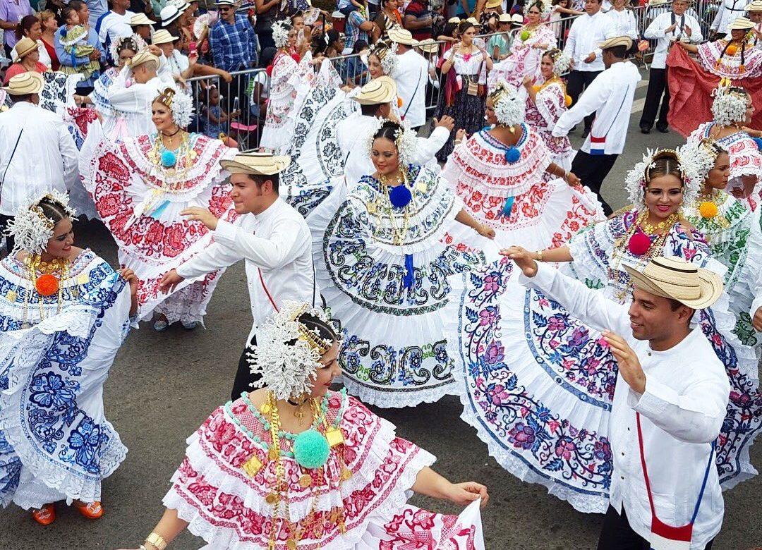 Panameños buscan potenciar el folklore nacional
