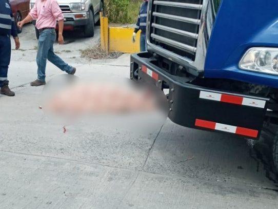 Ciclista muere tras ser impactado por un camión concretero