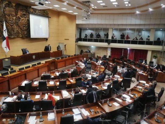 Pese a protestas, Asamblea aprueba en segundo debate proyecto laboral