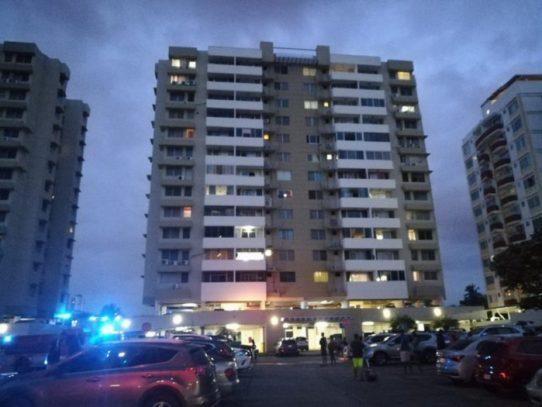 Bomberos logran sofocar incendio en un edificio en Río Abajo