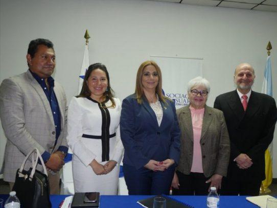 Asociación de Usuarios de la ZLC sostiene reunión con Migración por tema de visas