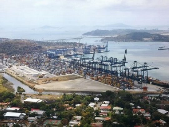 """Ministra de trabajo: Paro en Panama Ports no es """"legalmente una huelga"""""""