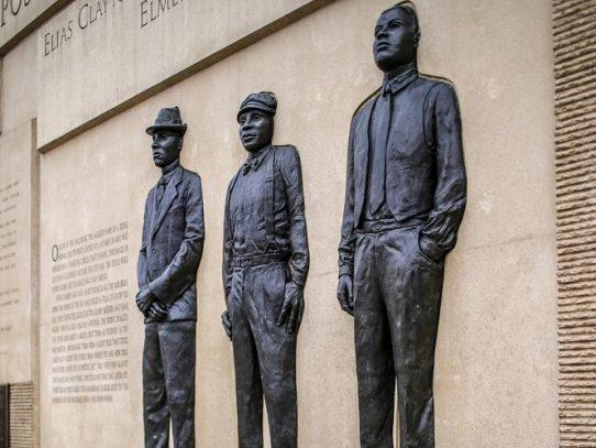 Indultan 100 años después a afroestadounidense que estuvo a punto de ser linchado