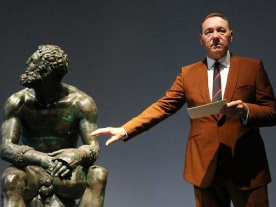 Actor Kevin Spacey aparece en público en Roma por primera vez en dos años