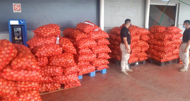 Aduanas decomisa más de 200 sacos de cebolla de presunto contrabando
